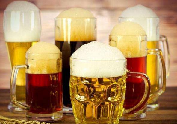 关于啤酒15条生活妙招 妙用啤酒擦玻璃、洗刷锅底、浇花、做饭