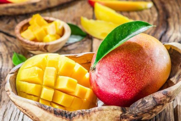 芒果去皮妙招不流汁不沾手方法动图图解,芒果怎么吃怎样剥皮?
