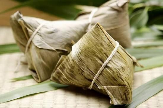 包粽子叶是用什么叶子?我国很早就出现用芦苇叶包粽子的习俗