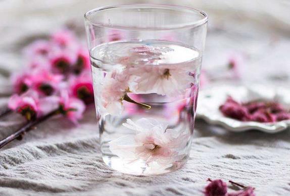 桃花茶的功效及作用有哪些,喝桃花茶有哪些禁忌?