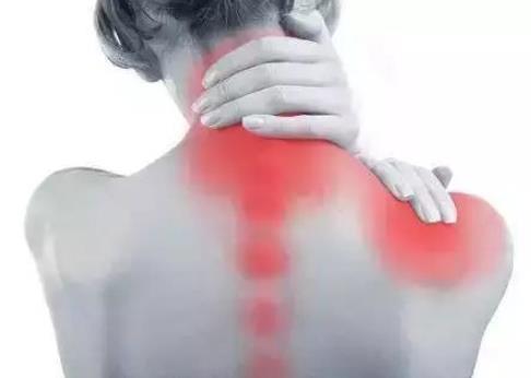 颈椎病的症状是什么,为什么会得颈椎病?得了颈椎病怎么办