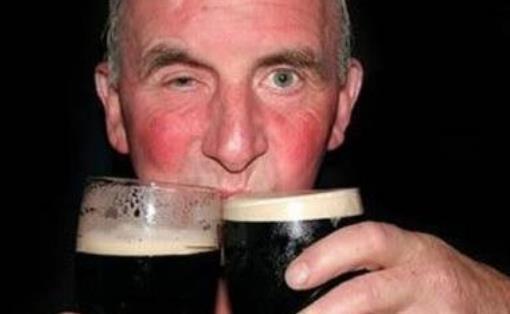 喝酒脸红上色的原因有哪些?喝酒有哪些利弊?