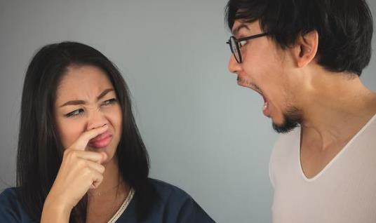 口臭的原因有哪些?口臭的人该注意什么(如何预防口臭)