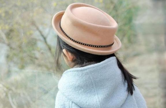 头一戴帽子就痒是什么原因?戴帽子头痒有什么办法止痒