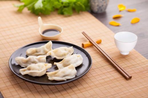 除夕年夜饭是中午还是晚上?除夕吃饺子吃到硬币说明什么