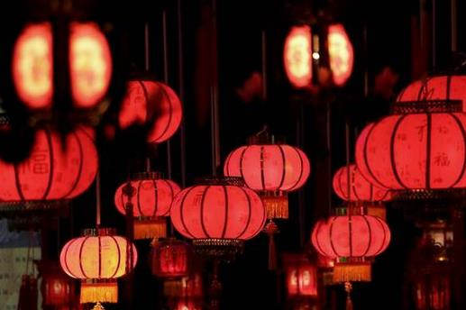 过年挂灯笼什么时候挂最好?去年的灯笼今年春节还能挂不?
