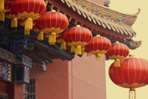过年挂灯笼一般挂几个最合适?春节挂的灯笼要一年一换吗?