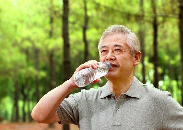 老年人中暑有哪些症状?老年人容易中暑平时如何饮食