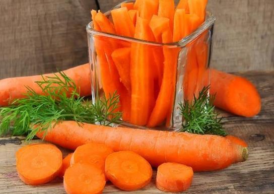 生吃胡萝卜有营养吗?生吃胡萝卜的功效和作用