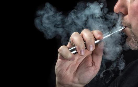 电子烟和真烟哪个伤肺?抽电子烟应该注意什么