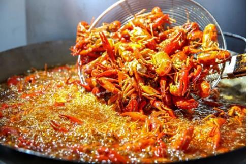 小龙虾为什么要先用油炸一遍?